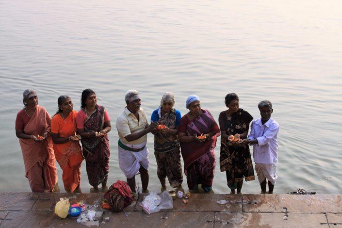 Pellegini in preghiera sul Gange